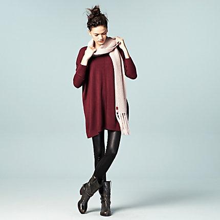 Casual friday; trendy style. Grote trui met glanslegging en stoere boots! #LOOKVANDEDAG