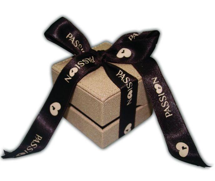 É aqui que vai receber as suas alianças!!!  Gosta do packaging da PASSI♥N GOLD?  Alianças de Casamento Passi♥n Gold!