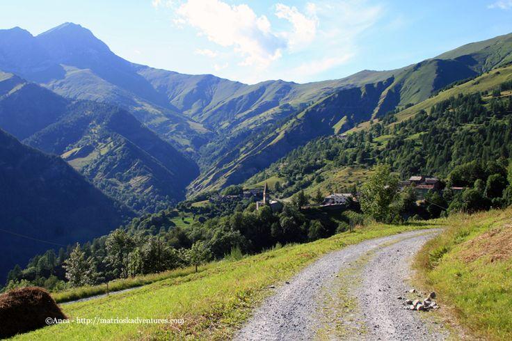 Passeggiata da Elva a spass per lou viol Escursione facile con cane nei boschi Elva Valle Maira Piemonte http://matrioskadventures.com/2014/08/21/escursione-facile-con-cane-nei-boschi-elva-valle-maira-piemonte/