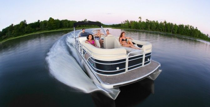 The 10 of the Best Pontoon Boats Of 2017 - Boat.com No boat is as accessible, roomy and versatile as a pontoon boat. If you are in the market, we've put together a list of 10 of the best pontoon boats of 2017.
