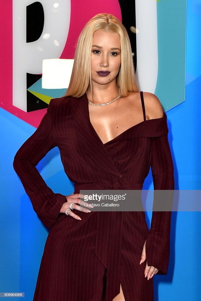 Iggy Azalea Attends The Univision S Premios Juventud 2017 Long Sleeve Dress Fashion Formal Dresses