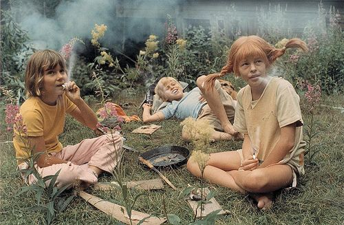 Pippi Longstocking, Tommy, and Annika on a smoke break on the set?