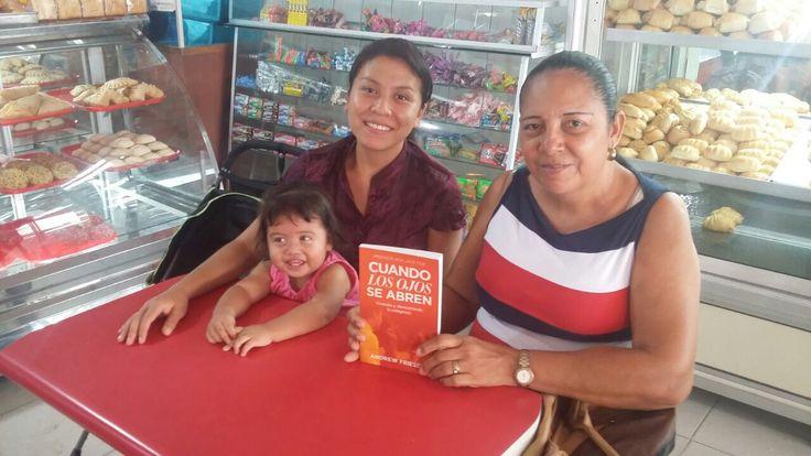 Que bendición ver mi libro tocando a personas hoy en Fundación.  What a blessing to see my book touching people in another city today in Colombia called Fundación.