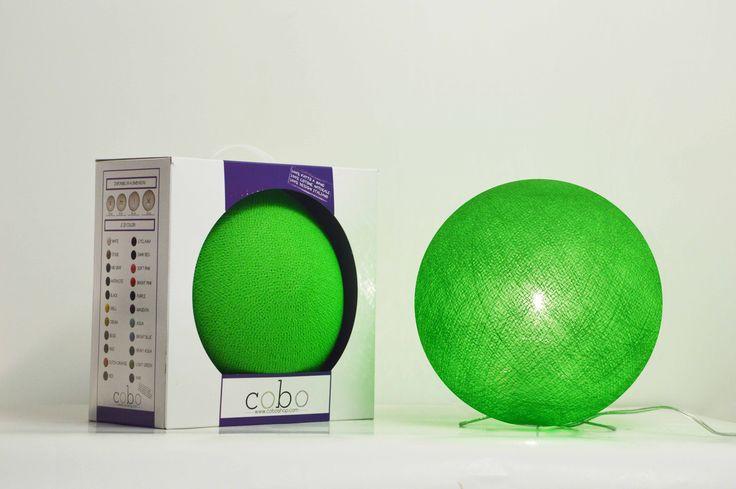 Cofanetto VERDE!! Splendida COBOlampada dal colore verde, racchiusa nel prezioso cofanetto!Realizzata completamente a mano con fili di cotone colorato!