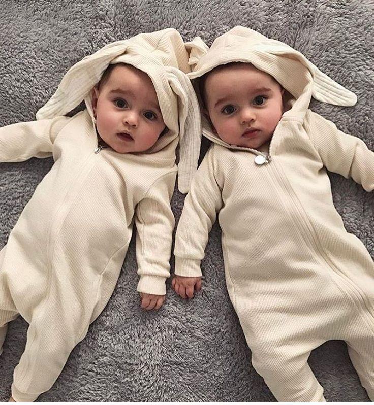 Картинка с близнецами
