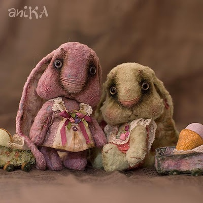 OMG!! I am in love with these little creatures! This artist is amazing!!
