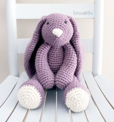 Big purple crochet bunny (amigurumi bunny) - free crochet pattern // Nagy lila horgolt nyuszi (amigurumi nyuszi) - ingyenes horgolásminta // Mindy - craft tutorial collection // #crafts #DIY #craftTutorial #tutorial