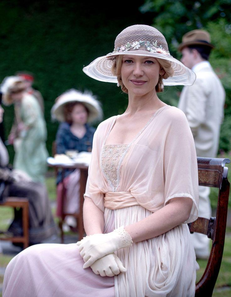 Anna Torv as Lady Gwendoline Churchill in Deadline Gallipoli (TV Mini-Series, 2015).