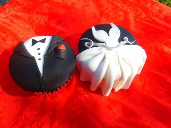 Oh so cute, Bride and Groom cupcakes
