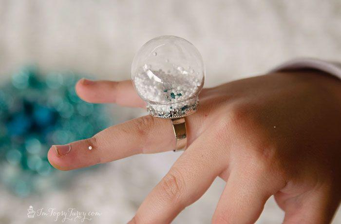 frozen-birthday-party-snow-globe-ring-tutorial