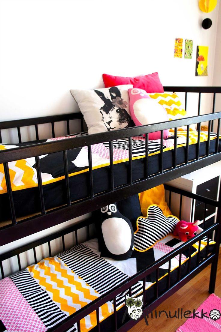 Metsästin meidän neitosille pitkään Niemen tehtaiden vanhoja pinottavia sänkyjä kerrossängyksi. Halusin sängyt edullisesti, joten melkein v...