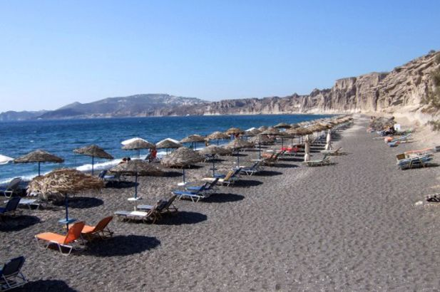 Santorini: the incomparable light of the Aegean – the dark volcanic beaches, the impressive cliffs, the deep blue sea. #FiveStarGreece #LuxuryVillas #HolidayMatchmakers