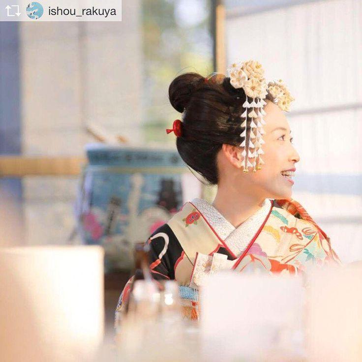 らくやさんの花嫁コーデにおはりばこの髪飾り… 可愛らしい花嫁様です✨  Repost from @ishou_rakuya 【WEDDING REPORT】 ・ 地毛結いの日本髪がとってもお似合いの花嫁さま。 お選びになった黒引き振袖に合わせて 京都おはりばこ(@oharibako )さんで オーダーした髪飾りなど、真似したくなるアイディアが盛りだくさんのお式のご様子をお届けしております。 ・ くわしくは… ��プロフィールページのリンクから「らくや通信 」で ご覧ください�� * * 03-5623-9033 * * *  #衣裳らくや#らくや #振袖 #黒 #アンティーク #おはりばこ #着物 #kimono  #着物コーディネート #アンティーク着物 #アンティーク帯  #婚礼#花嫁 #結婚式#プレ花嫁 #和装ヘア #着物ヘア  #hairarrange  #wedding #weddinghairstyle  #bridal #bridalfashion  #2017夏婚#2017夏挙式 #2017秋婚 #2017秋挙式 #結婚式準備 #神社 #前撮り…