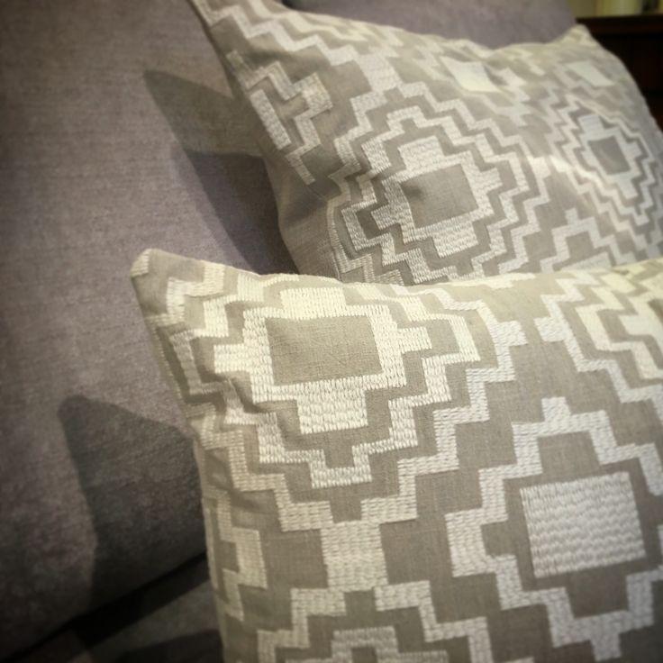 Equinox @ Ontario Fabrics | Bordados geométricos. / Brodats geomètrics.