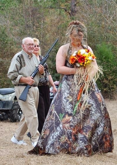 Só Fotos (Just Pictures): Hilarious Redneck Weddings.  oh gosh. red necks shouldnt be allowed to leave the house