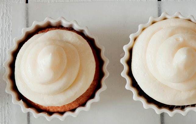 Skønne citron cupcakes med en lækker syrlig citrontopping.