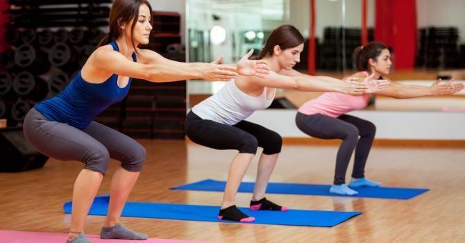 SQUAT : comment bien le faire pour des fesses musclées ? : http://www.fourchette-et-bikini.fr/sport/squat-comment-bien-le-faire-pour-des-fesses-musclees-41593.html