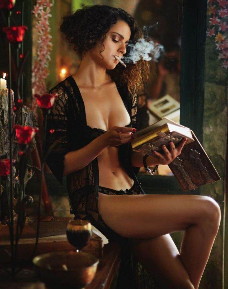 The hot and sexy masala actress from Bollywood kangna ranaut very seducing navel big boobs cleavage amazing cute  images in which she is sho...