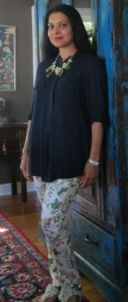 Massimo Dutti rayon linen top with Zara printed cotton jeans, Fitflops and  flea market necklace with tassels added by me - 2017
