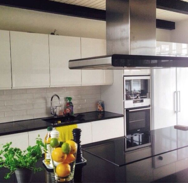 Puustelli mustavalkoinen keittiö / kök. black and white.