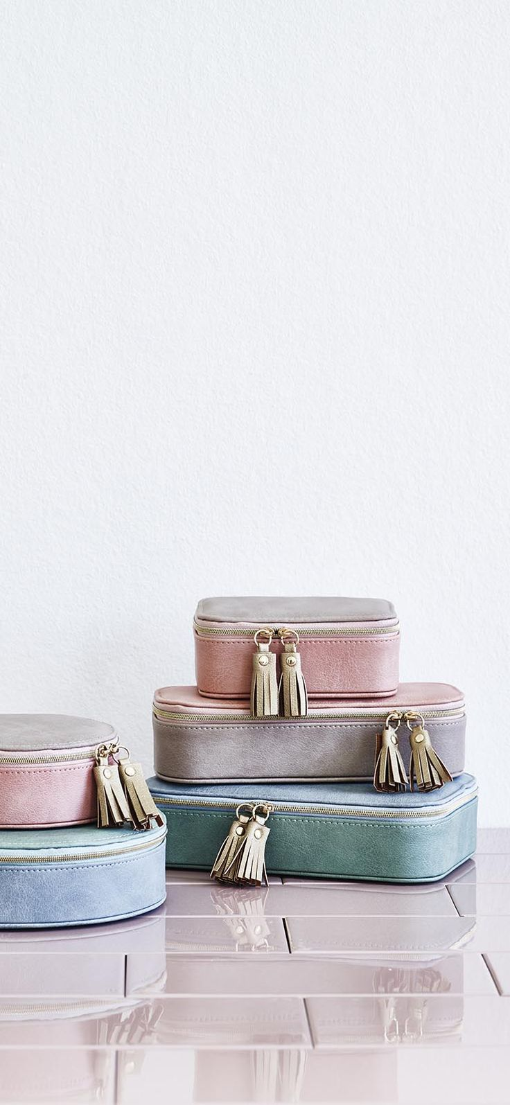 Be get-away ready with the Nellie Travel Small Jewellery Box.