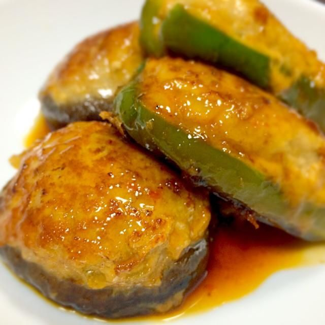 クックパッドに美味しそうなレシピがあったので❤️ 甘辛+豆板醤のピリッとした辛味が美味しい(•ө•)♡ - 13件のもぐもぐ - しいたけとピーマンの肉詰め by chibirei38