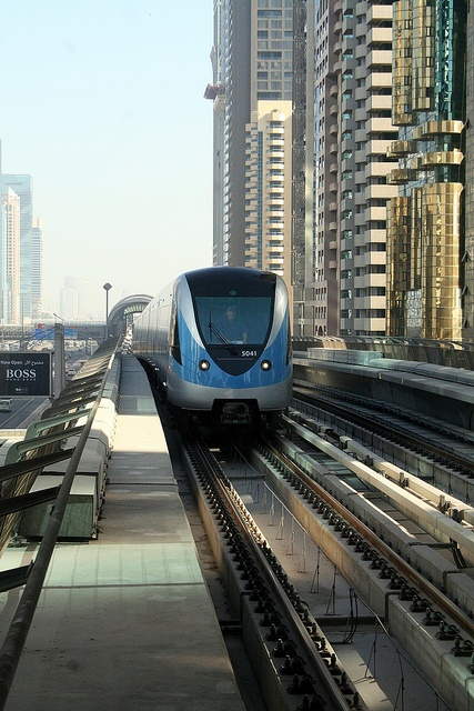 Dubai Metro- our treasure hunt on public transport .... DETOUR City Hunt! - register now on www.detouruae.com