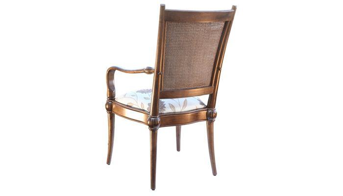 A Cadeira Império com braços possui detalhes refinados e clássicos! O encosto em ratan e assento estofado em chenile. Disponível em outros acabamentos e tecidos, conforme nosso mostruário. Medidas: 58,5 x 104 x 62,5cm. http://www.moradamoveis.com/