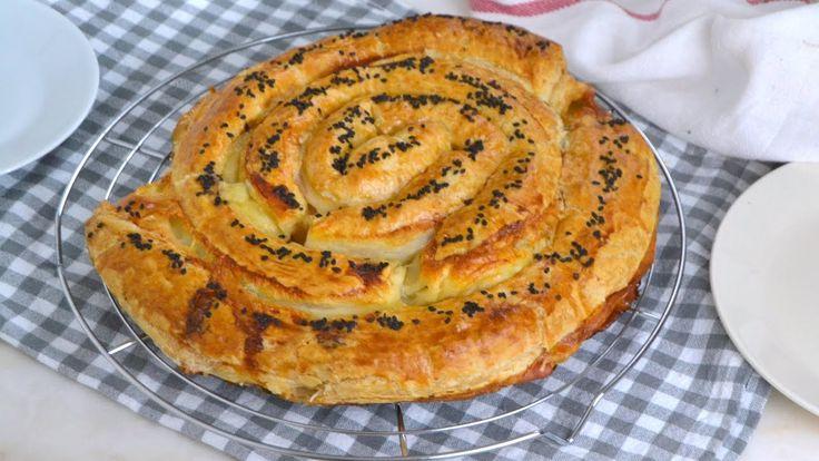Espiral de hojaldre rellena de jamón y queso. Facilísima y deliciosa
