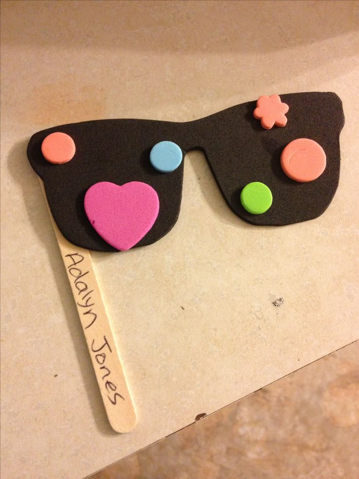 cute kids sunglasses craft...think I'm going to make frames though so they're more like sunglasses !