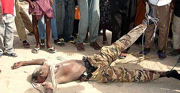 Somali rebels drag soldiers' bodies through Mogadishu streets