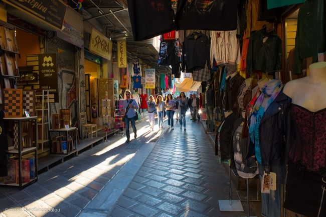 Tabled Bill Foresees Athens, Thessaloniki Shops Open Every Sunday.