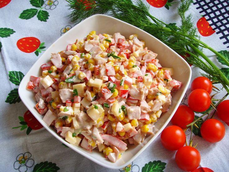 Kuchnia z widokiem na ogród: Kolorowa sałatka z kurczakiem wędzonym, papryką i ...