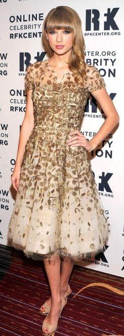 Taylor Swift Oscar de la Renta. STEPHEN LOVEKIN/GETTY IMAGES  an Oscar dress always makes you prettier.