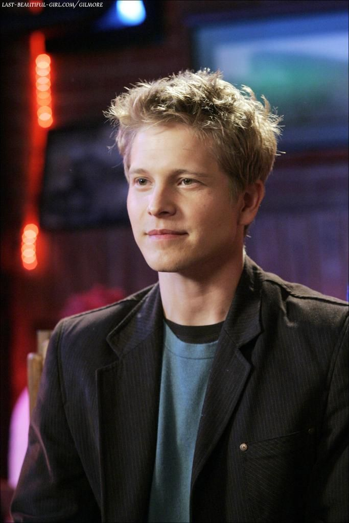 Matt Czuchry as Logan Huntzberger.  My kryptonite. Now if only I could find my own version of him! Ha, now that I think of it, I did! But he lives across the atlantic. Life's a b*tch sometimes :(