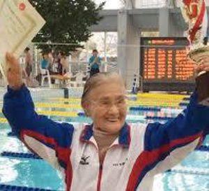Première en natation: une centenaire japonaise boucle un 1.500 m nage libre