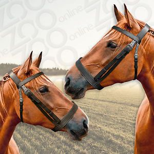 This quality, affordable yet stylish hunting bridle features a flat browband and wide nose band. Fully adjustable, the bridle comes with rubber-grip reins with billet hook fastenings. #finestimportedleather #huntingbridle #zoo-online