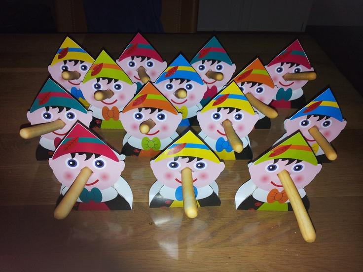 Voor de 1e verjaardag van mijn zoontje: pinokkio's met soepstengel en rozijntjes