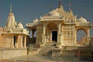"""Les temples Jains de Palitana sont situés sur le mont Shatrunjaya, dans la ville de Palitana, district de Bhavnagar, Gujarat, en Inde. La ville du même nom, connu précédemment comme Padliptapur, a été surnommée """"ville des temples"""""""