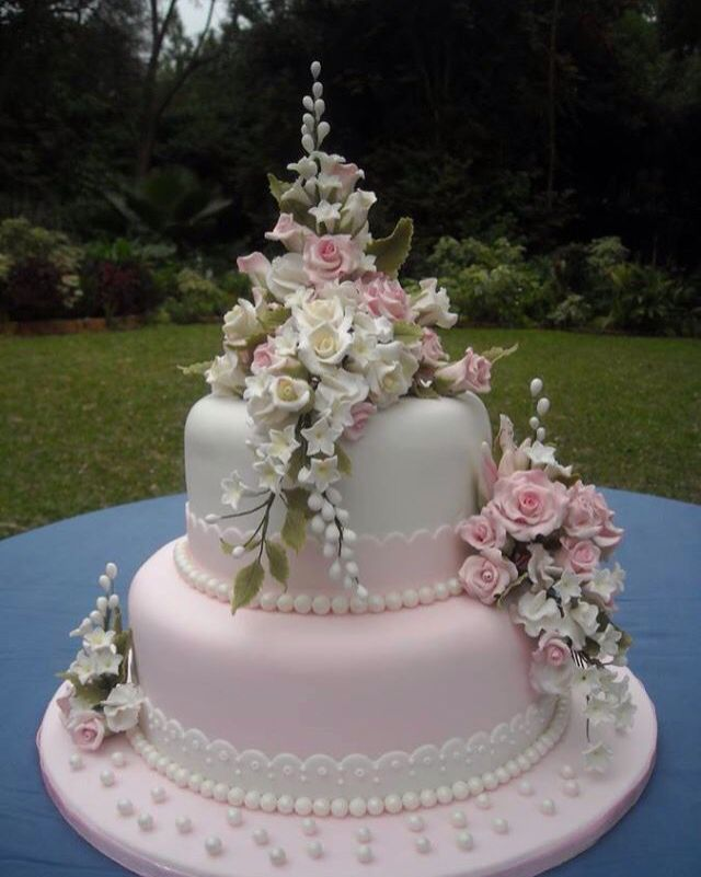 pretty wedding cake toppers 1000 ideas about pretty wedding cakes on 18741