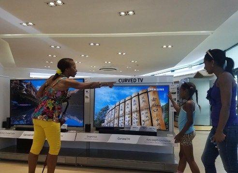 Samsung heads to Cuba, opens brand shop in Havana - http://www.newsandroid.info/2017/05/29/samsung-heads-to-cuba-opens-brand-shop-in-havana/
