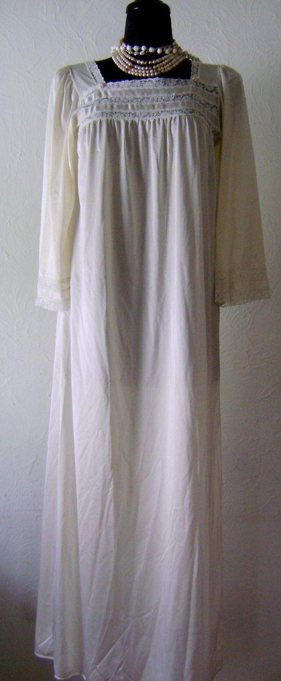 Jahrgang Elfenbein Lothringen Nachthemd. Spitze Mieder