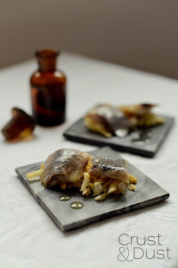 Crust and Dust. Kulinarny Blok Roku 2012: Śledzie z jabłkiem, cebulką i olejem lnianym