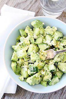 Очень вкусный салат с авокадо.