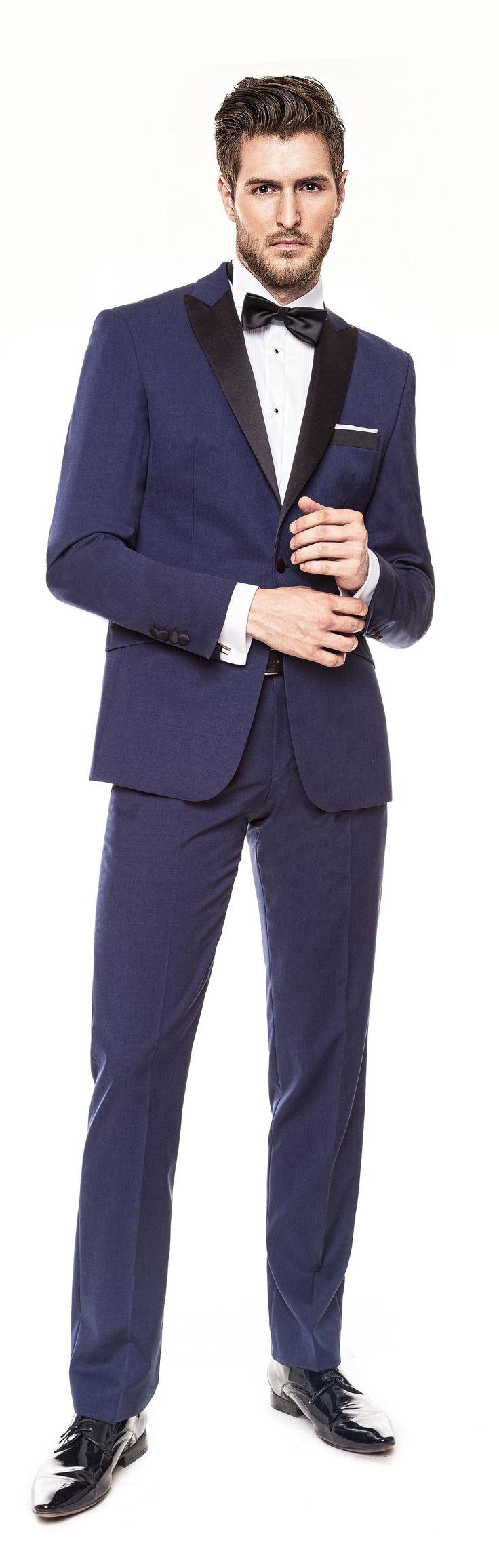 Kolekcja Giacomo Conti 2014 - granatowy garnitur inspirowany stylem smokingowym; marynarka Valerio 14/08 M1B, spodnie Marco 14/08 SB, biała koszula ślubna Adamo P slim 010. #giacomoconti