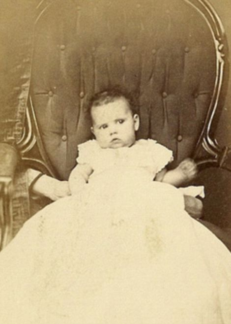 Old portraits of children with creepy 'ghostmothers' in the background show how far mums would go for a good photo