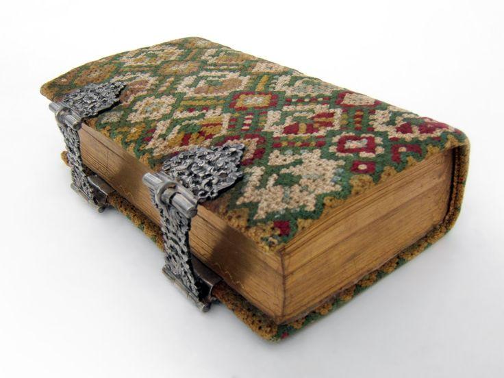 Silver clasps - Dutch Bible (1753) - Binding in Rococo-stitch