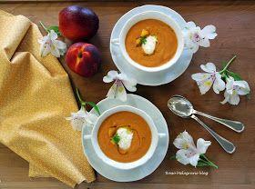 Zuppetta di pomodori e pesche con quenelle di burrata