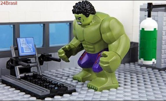 Lego Hulk Gym Fail - Tap the pin if you love super heroes too! Cause guess what? you will LOVE these super hero fitness shirts!