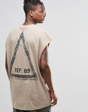 ASOS – Ärmelloses Oversize-T-Shirt mit dreieckigem Tarnmuster-Print auf der Rückseite